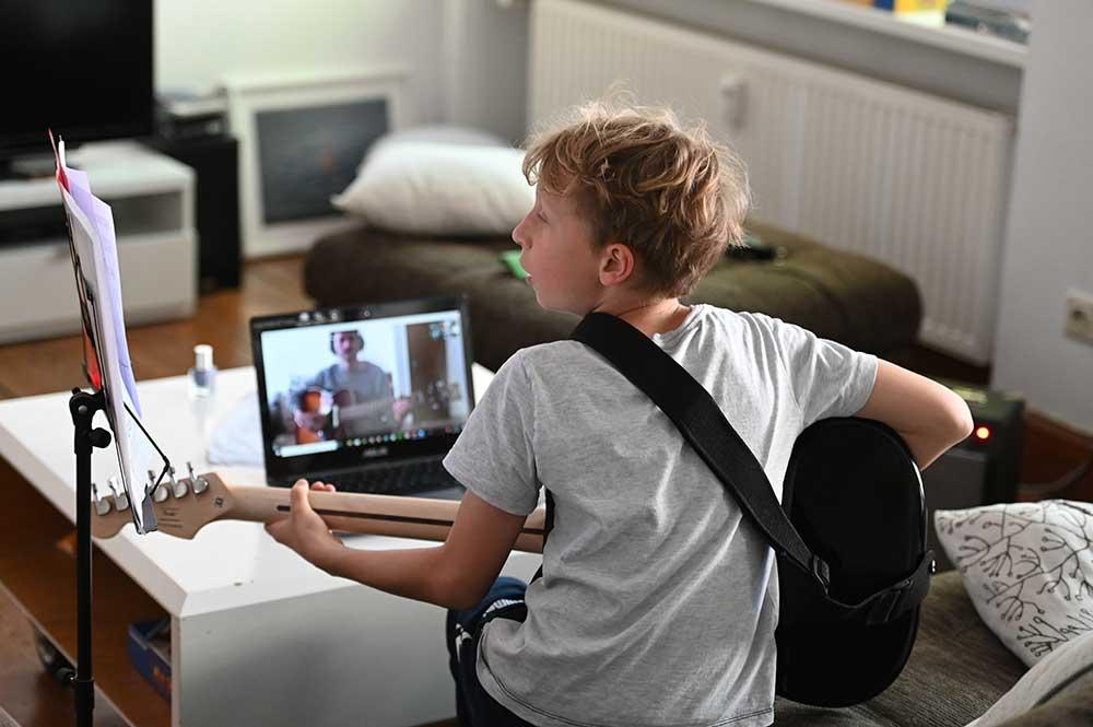 Lernen mit Onlinekurs, Videokurs oder kostenlosen Büchern
